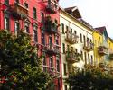 Große Altbauwohnungen werden als gut ausgestattete WGs für zahlungskräftige Singles immer attraktiver. (Foto: Rainer Sturm_pixelio.de)
